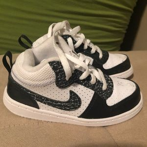 Nike Toddlers Size 10 Black and white Sneakers